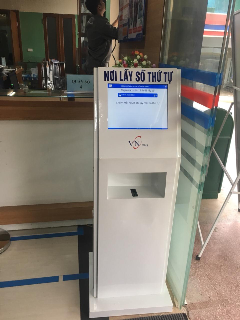 Máy in số thứ tự bằng màn LCD cảm ứng dạng Kiosk sử dụng phần mềm VNC-QMS-SOFT